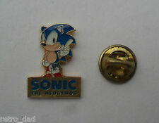 SONIC THE HEDGEHOG su basamento Mega Rare Vintage Smalto Metallo pin badge pin locale