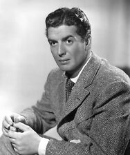 Victor Mature UNSIGNED photo - B3153 - HANDSOME!!!!!