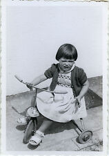 PHOTO ANCIENNE - VINTAGE SNAPSHOT - VÉLO BICYCLETTE TRICYCLE FILLE MODE GRIMAGE