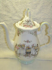 RARE BRAMBLY HEDGE ROYAL DOULTON COFFEE POT  1ST QUALITY BEAUTIFUL BOXED