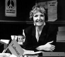 Penelope Keith 10 x 8 UNSIGNED photo - P1192 - No Job For A Lady & Next of Kin