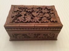 VINTAGE BEAUTIFULLY HAND CARVED HARD WOOD TRINKET JEWELRY BOX MADE IN INDIA