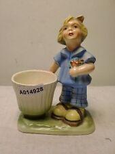 +# A014928 Goebel Archivmuster, 1516 Cortendorf Figur, Mädchen Korb als Behälter
