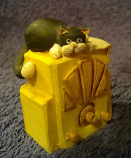 Peter Fagan Colour Box Cat Black & White Figurine on Old Radio 5.5cm H 1985