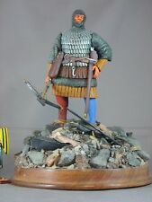Medieval Man-at-arms armor 120mm model figure knight wood stand diorama crossbow