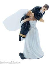 figurine de marié humour femme porte son mari sur épaule pour gâteaux mariage