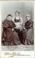 Photo cdv : Chrétien Münch ; Trois dames de Strasbourg en pose , vers 1895