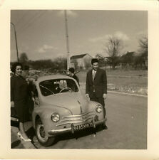 PHOTO ANCIENNE - VINTAGE SNAPSHOT - VOITURE AUTOMOBILE 4 CV RENAULT COUPLE - CAR