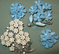 LISNER Signed 2 PLASTIC FLOWER BROOCH w Rhinestone BluE DEMI SET Clip On ER Ears