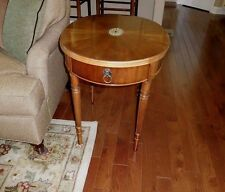 ANTIQUE VINTAGE CLASSIC SHERATON STYLE OVAL occasional side end lamp table NICE!