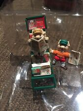 ENESCO CHRISTMAS ORNAMENT: HOT OFF THE PRESS: CHRISTMAS NEWSPAPER STAND w/mice