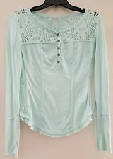 FREE PEOPLE LONG SLEEVE 1/4 BUTTON CASUAL SHIRT LOTS OF DETAIL BLUE NEW SIZE XS