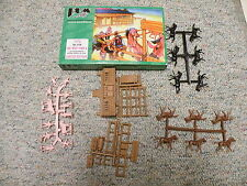 BUM  1/72  Box# 0108 Far West Town #8 38 parts horse ranch figs etc