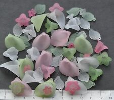 65 x mix of lucite/plastic beads 10/25mm 20 gms PALE GREEN, PINK, WHITE Pack 1