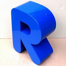 La publicidad la letra R luz indirecta top rosi richard renate roland Regina Riki