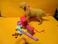 Mattel - Barbie Scoops Flocked Dog Tanner Eats and Poops - Pooping Golden Lab