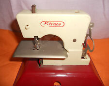 VINTAGE STRACO PLASTIC/METAL CHILD'S SEWING MACHINE