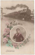 CARTE PHOTO FANTAISIE TRAIN EN GARE AVEC JEUNE GARÇON - SOUVENIR
