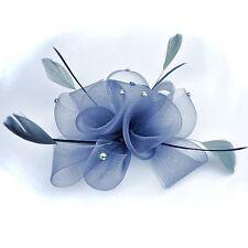 Fascinator Ansteckblume Blume Federn Strass Haarschmuck GRAU Haarclip Brosche