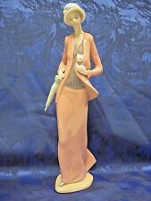 AUTUMN STROLL WOMAN WITH CAT FEMALE PORCELAIN FIGURINE NAO BY LLADRO  #1232