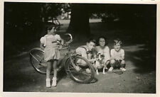 PHOTO ANCIENNE - VINTAGE SNAPSHOT - ENFANT VÉLO CHIEN BICYCLETTE -CHILD BIKE DOG