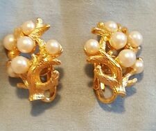 Coral Pearl Bubbles Trifari signed Clip On Earrings gold tone metal