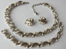 VTG CROWN TRIFARI SIGNED PEARL & RHINESTONE NECKLACE BRACELET AND EARRINGS C5