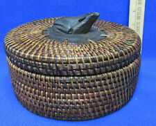 Round Wicker Grass Basket w/ Cover Carved Frog Handle Knob on Lid  Hand Woven