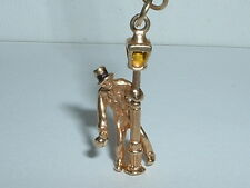 VINTAGE 14K YELLOW GOLD 3D LAMP POST WITH MOVEABLE MAN CHARM