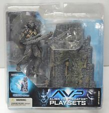 Alien vs Predator Playset Mcfarlane Predator w/ Alien egg action figure 2005 NIP