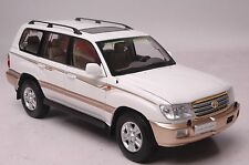 Toyota Land Cruiser LC100 SUV model in scale 1:18 white