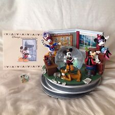 RARE Disney Mickey Mouse & Fab 5 ANIMATION STUDIO Musical SnowGlobe-MIB/COA/Pin
