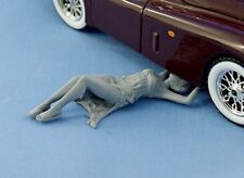 1/24 Pin-Up resin figure Girl fix a car (unpainted) NorthStarModels