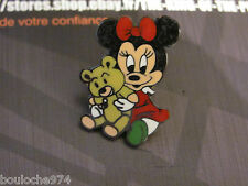 "PIN'S /PINS / BADGE DESSIN ANIME  BD    "" NIECE DE MINNIE  ""signé DISNEY"