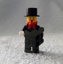 *! Genuine New Lego Minifig Male Carole Singer Caroler Split From Set 10249 !!