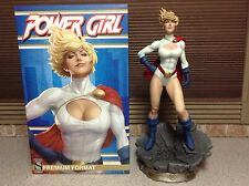 SIDESHOW PREMIUM FORMAT EXCLUSIVE POWERGIRL1/4 SCALE STATUE