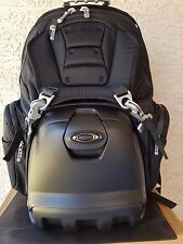 NEW Oakley Lunch Box 92605 001 Bag Pack Limited.