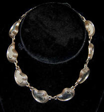 Vintage 1950's Abstract Desiign with Ribbed & Scalloped Edges Choker Necklace