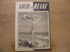 1948 NOIR ET BLANC 182 pin up en maillot sur la plage