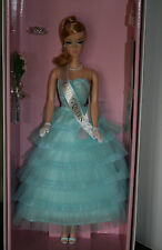 NRFB SUPERBE WILLOWS COLLECTION HOMECOMING QUEEN  Gold label RARE 2014