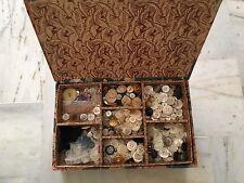 boite à couture tissu ancienne et Lot de boutons vintage