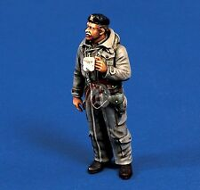 Verlinden 1/35 British Tank Commander holding a Cup in WWII [Resin Figure] 302