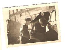 Deutsches Reich 2. Weltkrieg Foto Gruppe Soldaten an einem LKW [60]