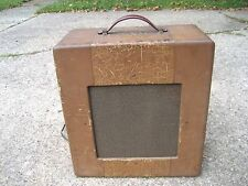 "GIBSON GUITAR AMP,  1940's. 1 -12"" SPEAKER, SOUNDS GOOD, LOTS OF CHARACTER"
