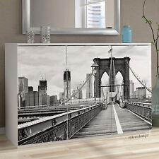 Aparador blanco de 3 puertas con serigrafiado de Brooklyn para salon. 120x85cm