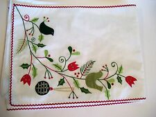 WHITE SILK GREEN BIRDS HOLLY APPLIQUED CHRISTMAS TABLE RUNNER HOLIDAY DECORATION