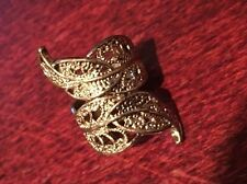 GOLD COLOURED METAL - RING - ORNATE FEATHER or LEAF DESIGN (287)