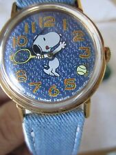 VINTAGE SNOOPY TIMEX WATCH - BLUE - PLAYING TENNIS!  ***NEVER USE, IN CASE***