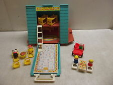 VINTAGE FISHER PRICE LITTLE PEOPLE PLAY FAMILY A FRAME HOUSE #990 COMPLETE