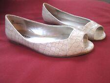 Avenue Peep-toe Flats 7 Wide Cream Ivory NEW Crocodile-print Patent leather NICE